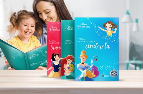 Foto de uma criança com sua coleção Princesas Clássicas da Editora Dentro da História