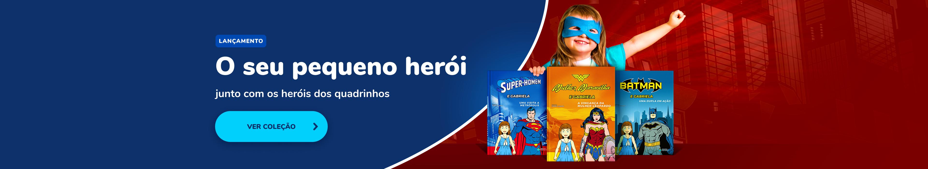 Criança com seus livros da DC Super herois