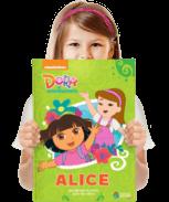 Um exemplar do livro personalizado da Dora Aventureira descobrindo as cores
